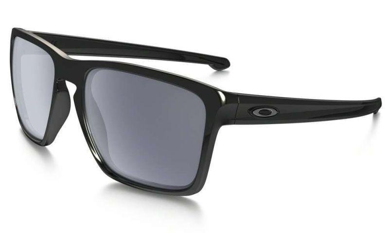 occhiali-da-sole-neri-oakley